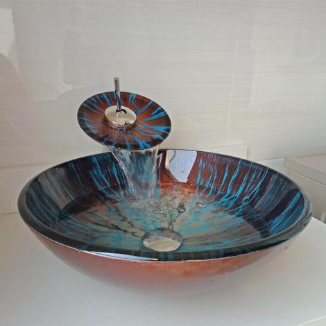 Stilvolles Waschbecken aus Glas in Rund mit Wasserfall Wasserhahn